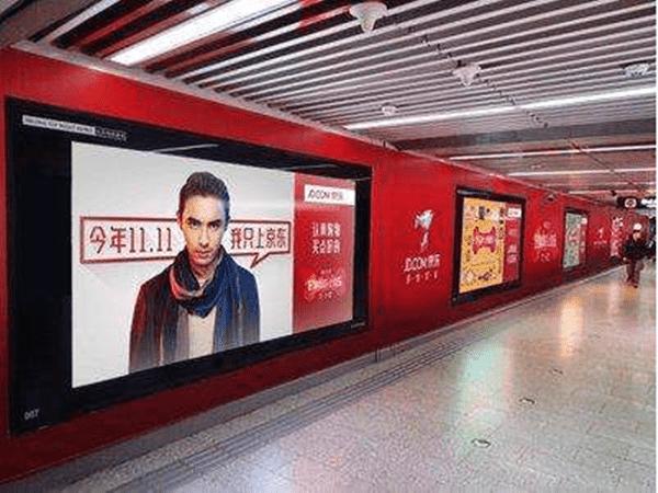 地铁广告牌检测